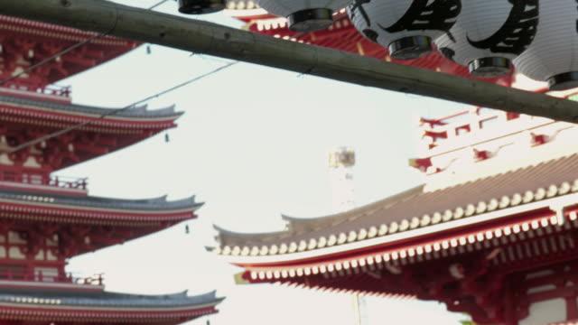 pov,walking in asakusa.tokyo. - besichtigung stock-videos und b-roll-filmmaterial