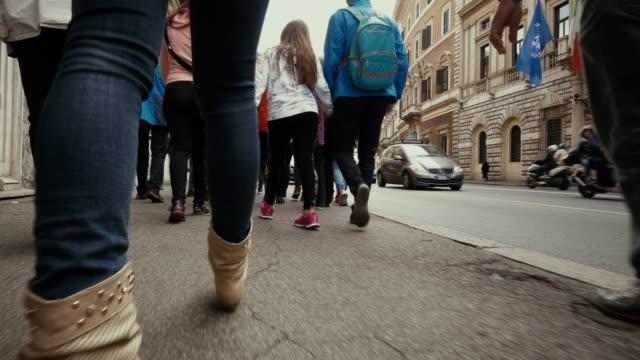 ローマ中を歩いてpov - 歩行者専用地域点の映像素材/bロール