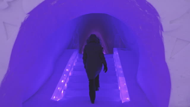 WS Walking inside of the ice hotel