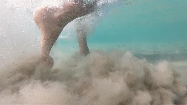 vídeos y material grabado en eventos de stock de caminar hacia lo desconocido - pie humano