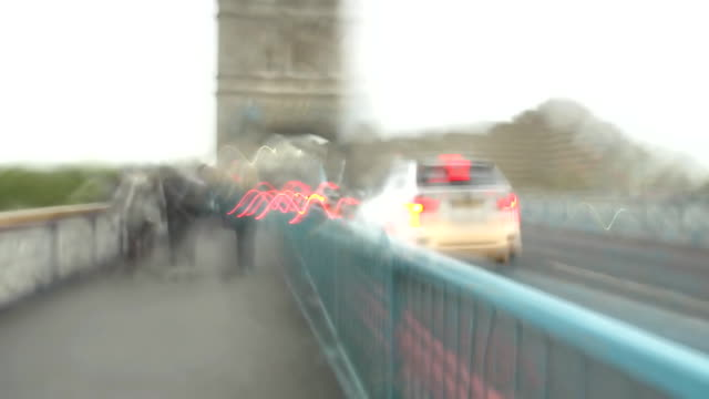 HD TIME LAPSE: Walking On The Tower Bridge
