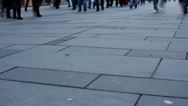walking people, time lapse - människolem bildbanksvideor och videomaterial från bakom kulisserna