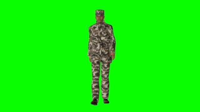 vidéos et rushes de marche soldat d'écran vert (boucle) - armée
