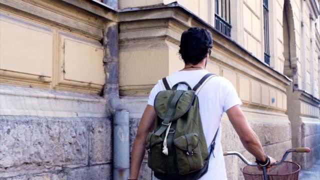 Zu Fuß in die Stadt