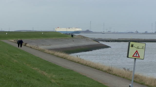 walking the dike in holland - levee stock videos & royalty-free footage