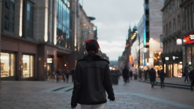 walking through buchanan street - スコットランド グラスゴー点の映像素材/bロール