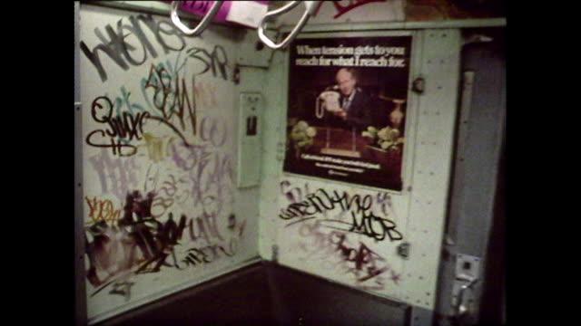 vídeos de stock e filmes b-roll de pov walking through new york subway carriages; 1976 - 1976