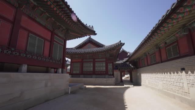 vídeos de stock, filmes e b-roll de pov, walking through south korea temple - coreia do sul