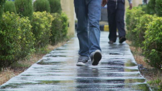 walking towards camera on sidewalk - jeans bildbanksvideor och videomaterial från bakom kulisserna