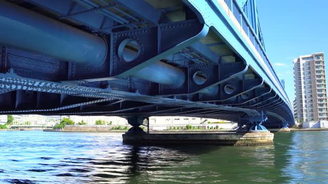 清洲橋の下を歩く - 鉄点の映像素材/bロール