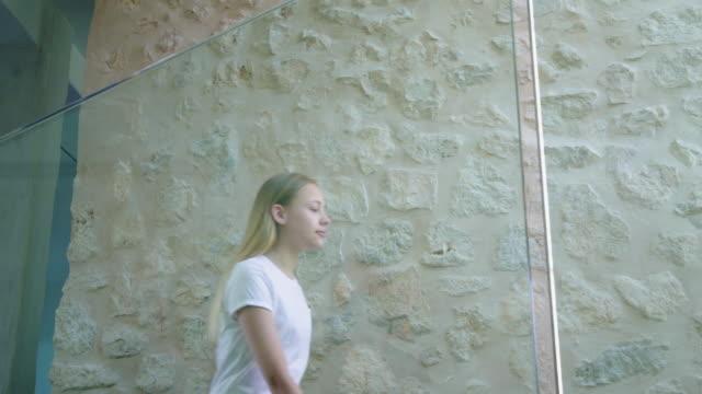 walking up stairs - 12 13 år bildbanksvideor och videomaterial från bakom kulisserna