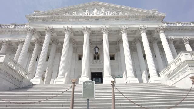 ワシントンdcの議事堂で米国上院の階段を歩く - 連邦議会議員点の映像素材/bロール
