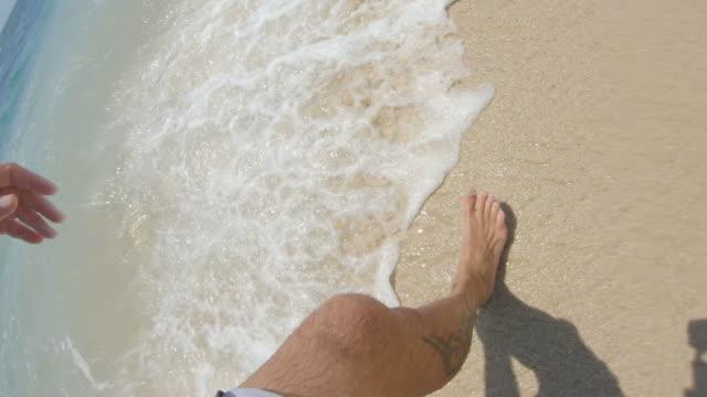 歩いて - サーフパンツ点の映像素材/bロール