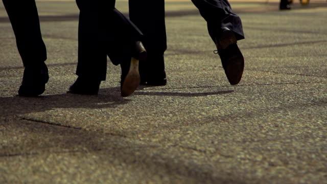 a camminare - human foot video stock e b–roll