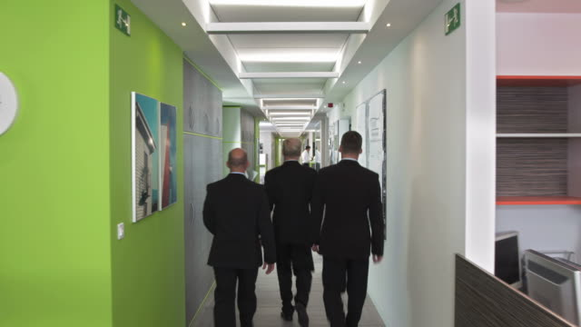 hd dolly: ceo walking with two executives - partnership stock videos & royalty-free footage