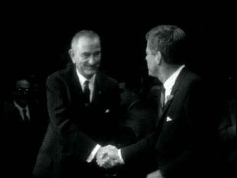 walks by new york city mayor robert f. wagner, dr. matilda krim, adlai stevenson; jfk and lbj shake hands; ella fitzgerald singing; jack benny plays... - 1962年点の映像素材/bロール