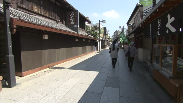 walkway to taishakuten temple in tokyo - retail place stock videos and b-roll footage