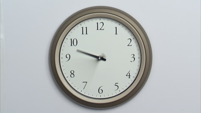 t/l, ms, wall clock - uhr stock-videos und b-roll-filmmaterial