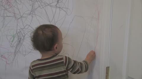 wall drawing 2 - multi-format progressive - rita bildbanksvideor och videomaterial från bakom kulisserna
