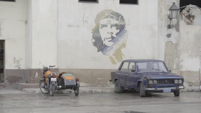 wall mural of che guevara in havana cuba - sidecar stock videos & royalty-free footage