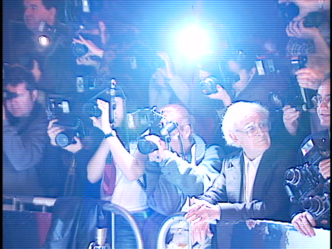wall of photographers at the blow premiere at manns chinese theater hollywood in hollywood ca - teatro cinese tcl video stock e b–roll