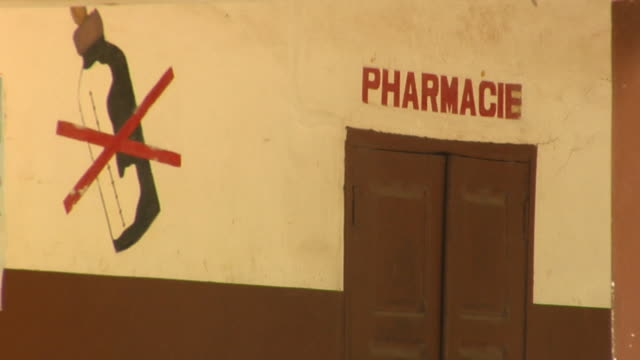 stockvideo's en b-roll-footage met ms, wall of rural hospital, bonou, porto-novo, benin - westers schrift