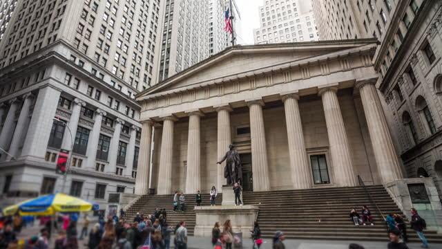 ニューヨーク市のウォール街 - アメリカ - ニューヨーク証券取引所点の映像素材/bロール