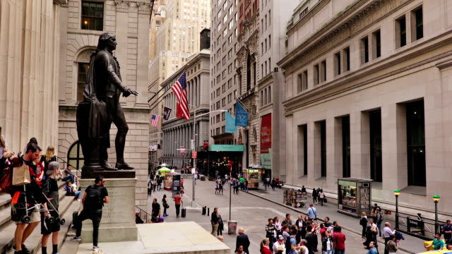 wall street new york - wall street lower manhattan stock videos & royalty-free footage