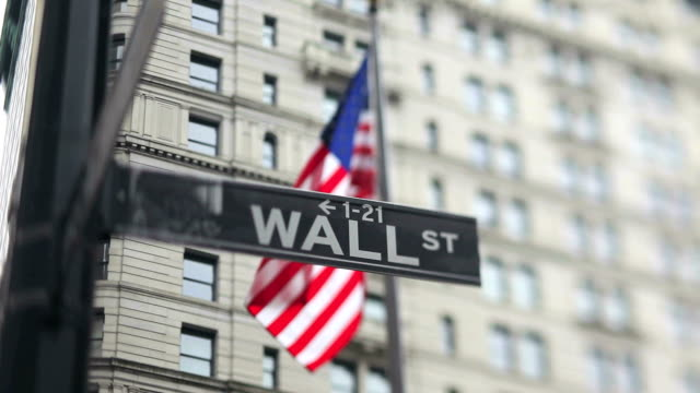 stockvideo's en b-roll-footage met wall street sign (tilt shift lens) - wall street lower manhattan
