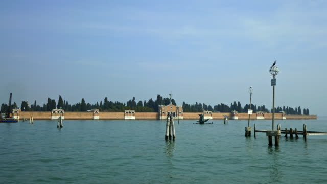 walls on isola di san michele seen from boat on venetian lagoon - boat point of view stock videos & royalty-free footage