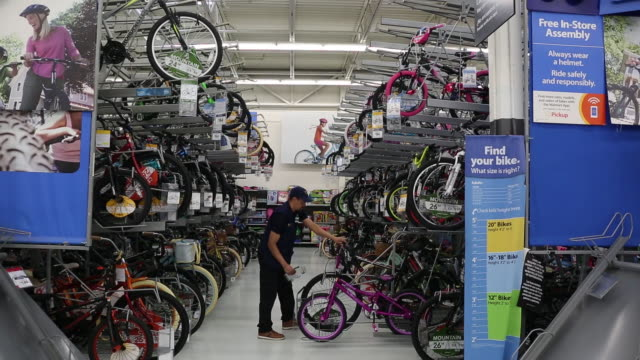 stockvideo's en b-roll-footage met walmart inc store in secaucus new jersey us on wednesday may 16 2018 - wal mart
