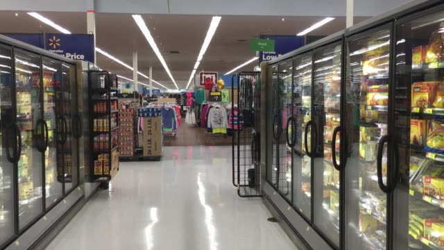 stockvideo's en b-roll-footage met walmart is closing hundreds of stores across the globe including 154 in the us a rare retreat for the retail behemoth on its home turf shots of the... - wal mart