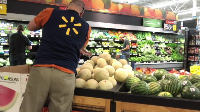 stockvideo's en b-roll-footage met walmart super shopping center in north georgia walmart inc is an american multinational retail corporation that operates a chain of hypermarkets... - wal mart