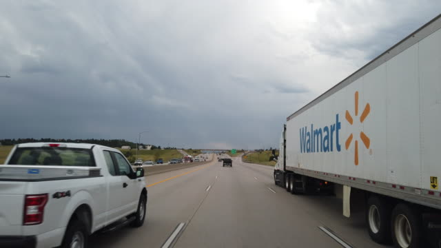 walmart truck on the highway in america amid the 2020 global coronavirus pandemic - onlineshopping stock-videos und b-roll-filmmaterial