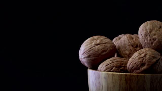 stockvideo's en b-roll-footage met walnut rotatie - notendop
