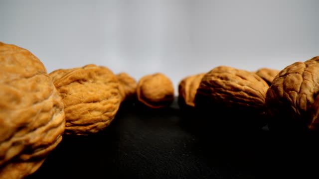 vídeos de stock e filmes b-roll de walnuts in super macro - rachado