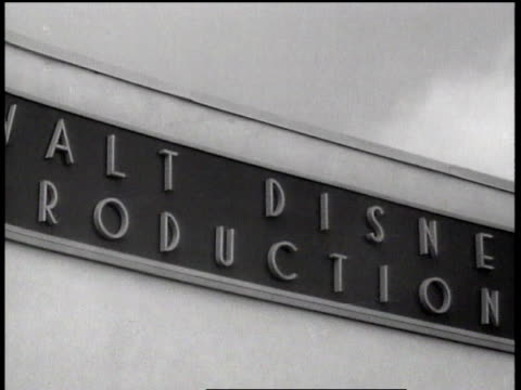 vídeos de stock, filmes e b-roll de 1943 cu walt disney animation studios sign / hollywood, california, united states - walt disney animation studios