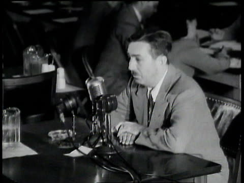 vídeos de stock e filmes b-roll de walt disney testifying that dennis k sorrell was a communist implicating the people that smeared him were actually communists like the league of... - anticomunismo