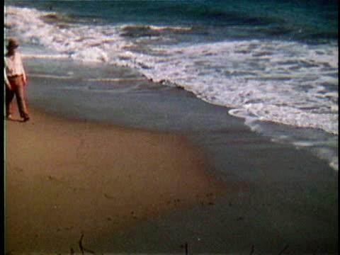 1971 REENACTMENT WS Walt Whitman walking along beach / 19th Century United States / AUDIO
