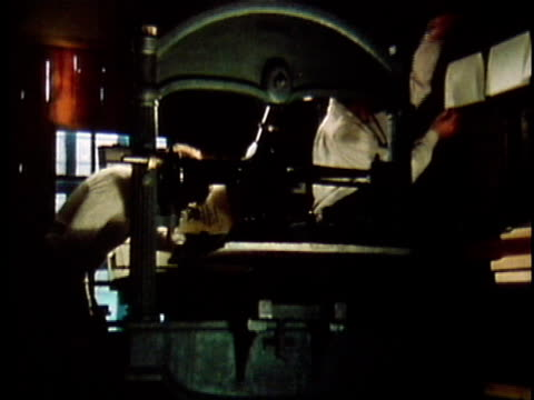 vídeos de stock e filmes b-roll de 1971 reenactment ms walt whitman working at printing press with another man, self-publishing his 'leaves of grass' / 19th century united states / audio - fábrica de impressão