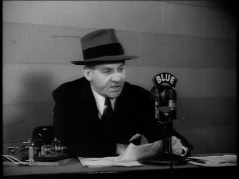 walter winchell reading news about uncovering horrors of german concentration camps and punishment of nazis / new york city, new york, united states - ゲシュタポ点の映像素材/bロール