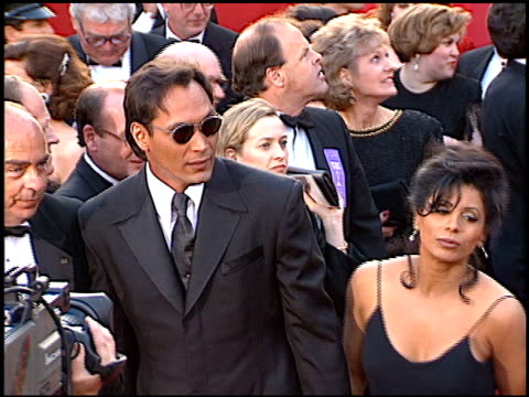 wanda dejesus at the 1996 academy awards arrivals at the shrine auditorium in los angeles, california on march 25, 1996. - 第68回アカデミー賞点の映像素材/bロール