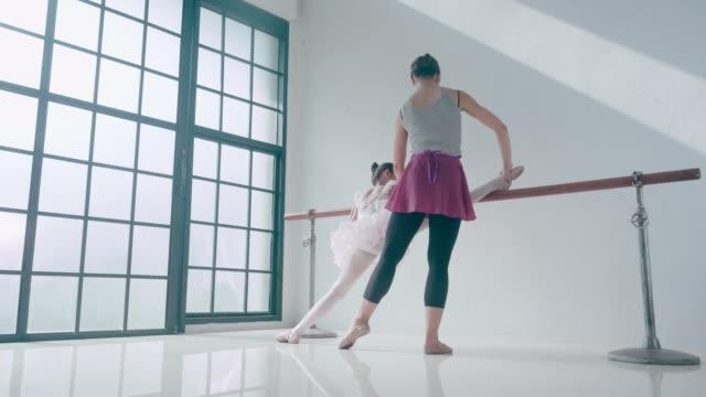 stockvideo's en b-roll-footage met ik wil een ballet atleet zijn - gympak