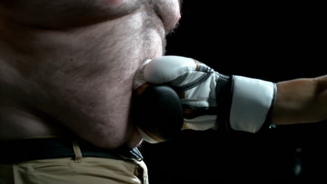 vídeos de stock e filmes b-roll de want to be a knockout? then you've got to workout - abdómen humano