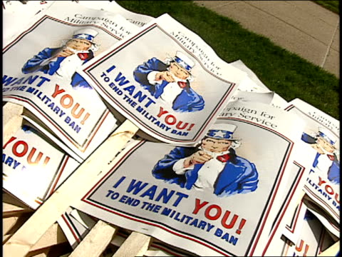 'i want you to end the military ban' signs - 1993 stock-videos und b-roll-filmmaterial