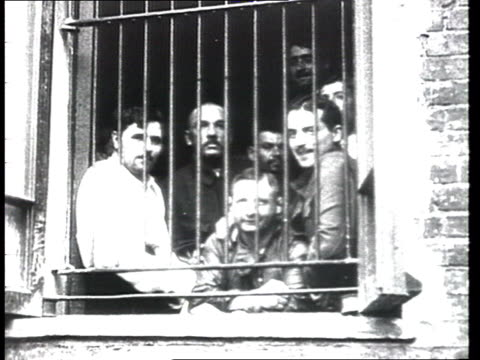 vidéos et rushes de war communism first reformatory for the bourgeoisie and the intelligentsia the bourgeois opponents in early hard labour camp convicts work in daily... - 1910 1919