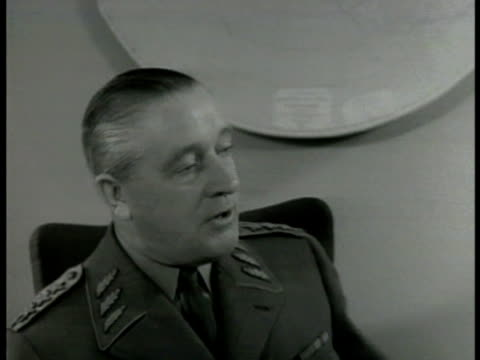 vidéos et rushes de war department building stockholm int ms swedish commanderinchief general helge jung at desk talking ws chief of staff in meeting vs members talking - 1949