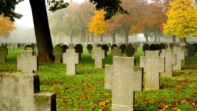 guerra grave - cimitero video stock e b–roll