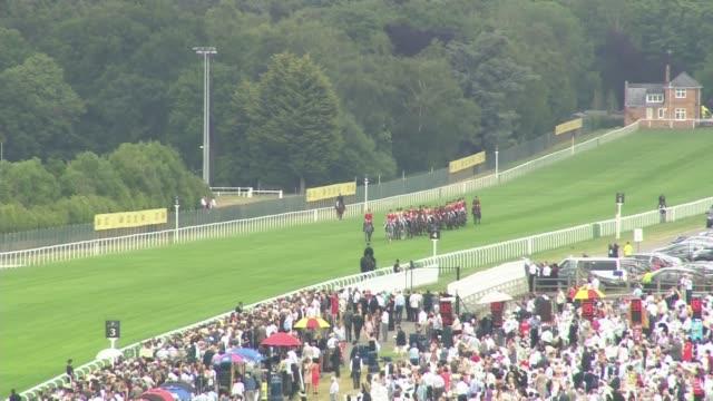 War Horse Memorial unveiled in Ascot LIB / Long shot horses along course