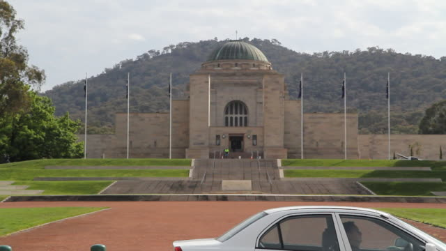 m/s war memorial exterior - war memorial stock videos & royalty-free footage